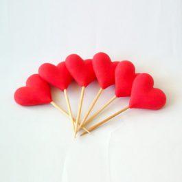 לב אדום על קיסם